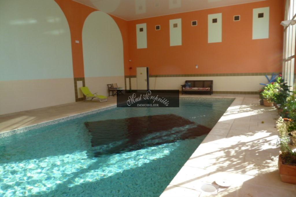 CHÂTEAU avec 23CH et 23 SBP, appt 250 m2 et piscine intérieure (22)